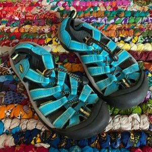 Keen Classic Blue and Yellow Sandals Size 7.5